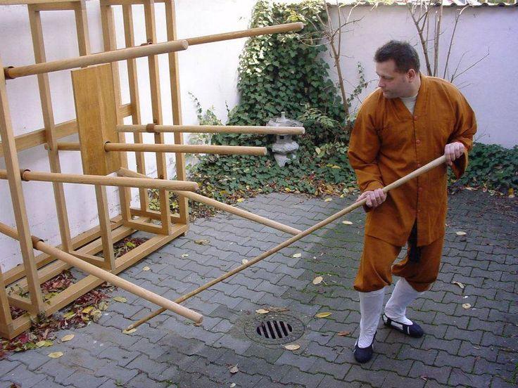 Staff training. Kungfu. Weaponry. Martial arts. Shaolin