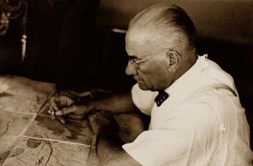 Okuyan, yazan, uygulayan ve başarıp diğer dünya liderleri tarafından takip edilen , çağlar ötesi tek lider Atatürk !