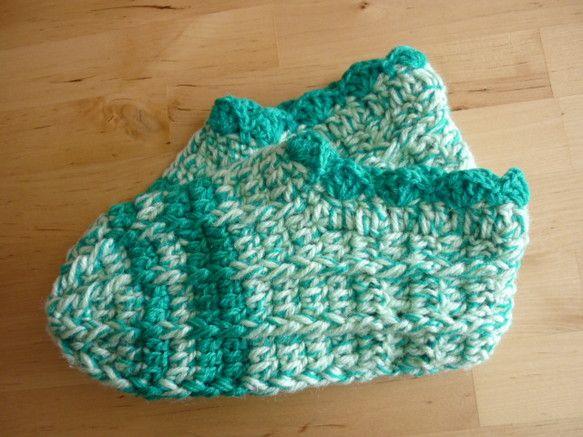 主な糸:エメラルドグリーンの毛糸、ミントグリーンの毛糸、   (ウールとアクリルの混紡)サイズ:M(23~24.5cmくらい)※実際のお色は写真より、もっとグ... ハンドメイド、手作り、手仕事品の通販・販売・購入ならCreema。