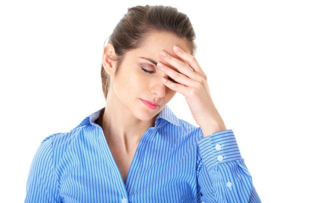 Migren Hakkında Her Şey  Rahatsızlık çoğunlukla atak halinde olan bir baş ağrısı tipidir. Atak 4 – 72 saat arası değişiklik gösterebilir. Atak arasında kişi kendini normal hisseder. Fakat bir sonraki atağın endişesini de taşır. Başlangıçta sadece bir ağrı çeşidi olarak görülürken günümüzde nörolojik ve başlı başına bir rahatsızlık olarak görülmektedir.