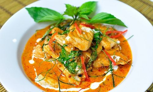 Kaeng Phanaeng (Meat in Coconut Cream) The last dish in the top ten Thai food menu that Thaiways has obtained its recipe for you is Kaeng Phanaeng or meat in coconut cream. You can use either chicken or beef as a main ingredient of the curry.