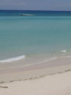 Aus einem der Strandhotels die es nicht mehr gibt hatte ich mal dieses Stradfoto gemacht wo man auch mal wieder deutlich sehen kann wie ruhig das Wasser ist. Kein Wind und kaum Wellengang