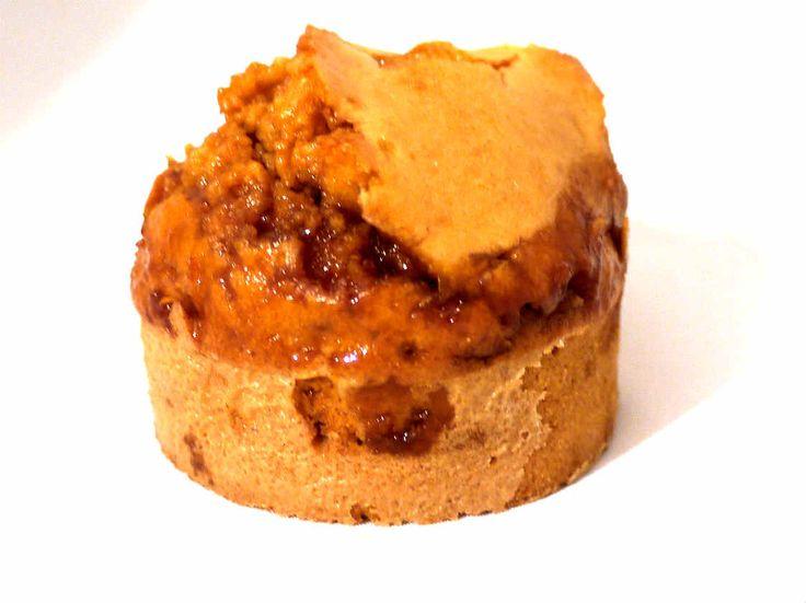 El caramelo salado es un clásico de la cocina bretona. Su nombre es Caramel au beurre salé au sel de Guérande. Para su elaboración, los franceses utilizan una mantequilla con sal marina que incorpora pequeñas escamas. Se trata de una delicatessen muy en boga para todo tipo de preparaciones. Los macarons de Pierre Hermé rellenos …