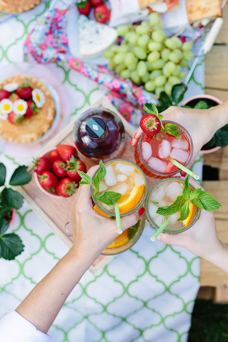 Backyard Mother's Day Picnic via Freutcake
