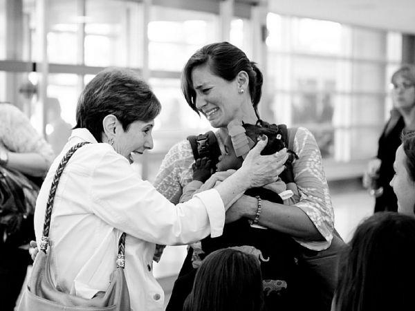 11 foto del ritorno a casa di famiglie adottive