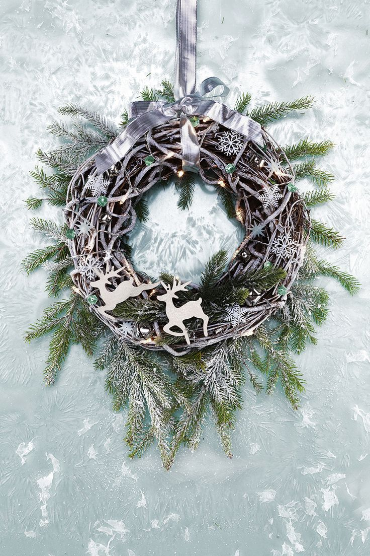 Make a frosty wreath this winter www.pandurohobby.com Christmas Decor by Panduro  #christmas #decoration #DIY #wreath