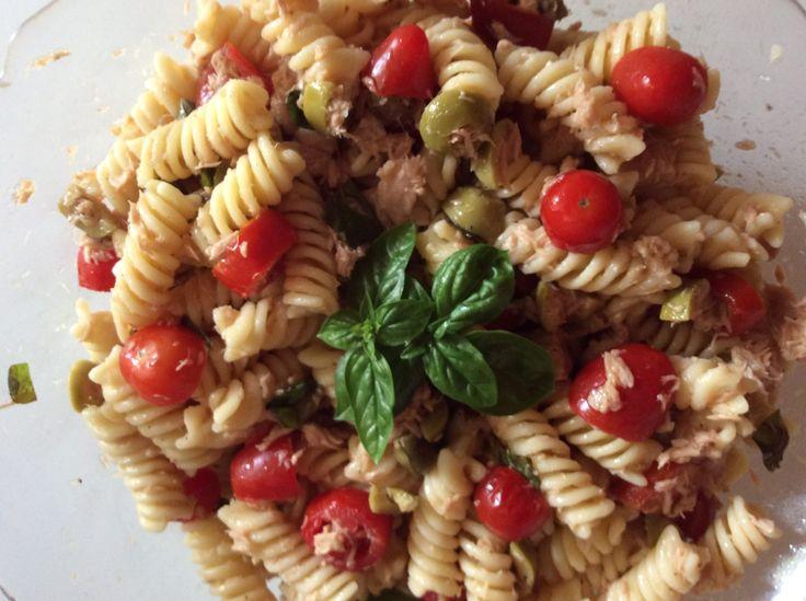 Pasta fredda alla mediterranea  http://www.cucinaconbenedetta.com/?p=6641  La Pasta fredda alla mediterranea è una creazione della mia mamma, che ringrazio. Lei adora i capperi, contrariamente a me, e prepara questa insalata di pasta fredda super saporita dal profumo inconfondibile, usando il basilico che coltiva lei. E' una preparazione semplice e ricca di sapori,...  #Insalate, #Primipiatti #Benedetta #Cucina