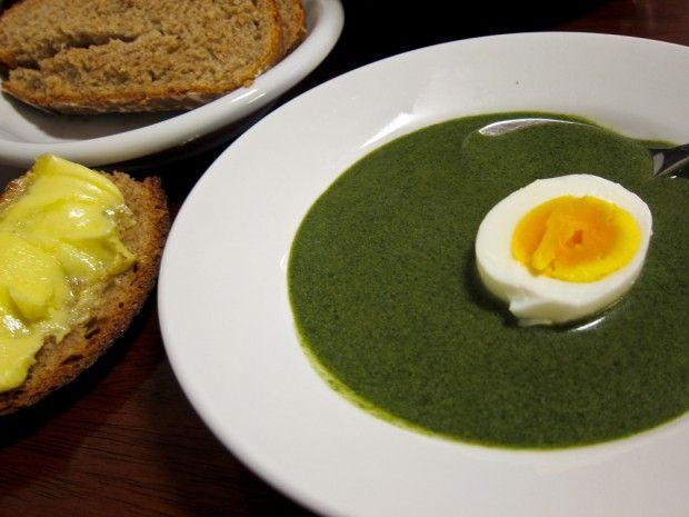 Neslesuppe, egg og nybakt brød. Foto: KULTURVERK