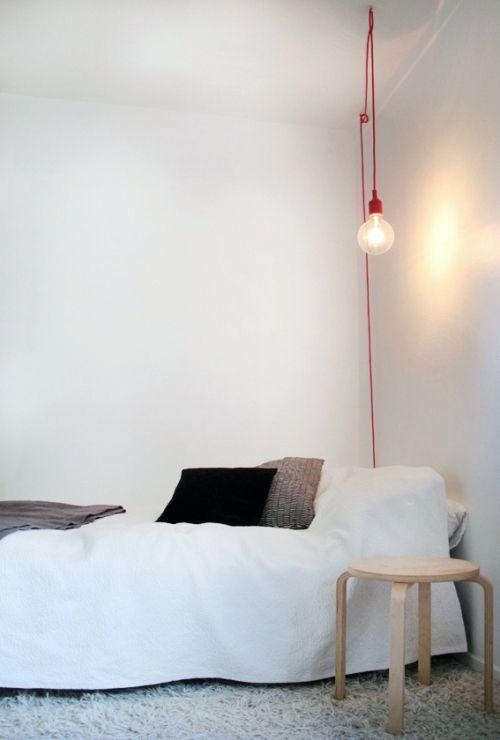 De E-27 lamp is een hanglamp ontworpen door de Zweedse architect Mattias Stählblom voor het  Scandinavische merk Muuto.