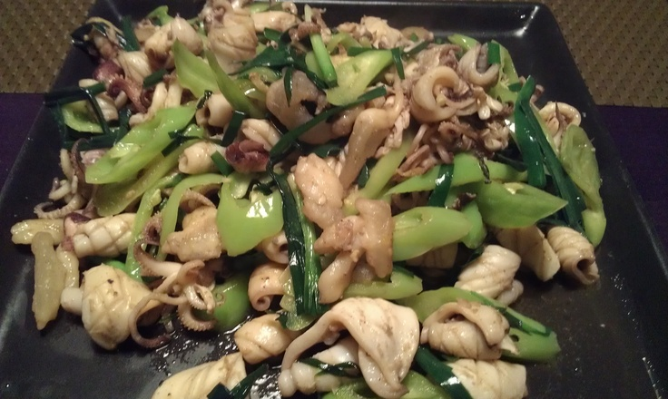 Calamara (small octopus) served with green peppers and leek, with a sidedish of rice.