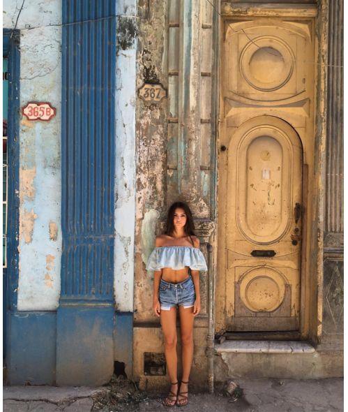 Emily Ratajkowski à Cuba La Havane short en jean summer look http://www.vogue.fr/mode/mannequins/diaporama/la-semaine-des-tops-sur-instagram-avril-2016/33284#emily-ratajkowski-a-cuba