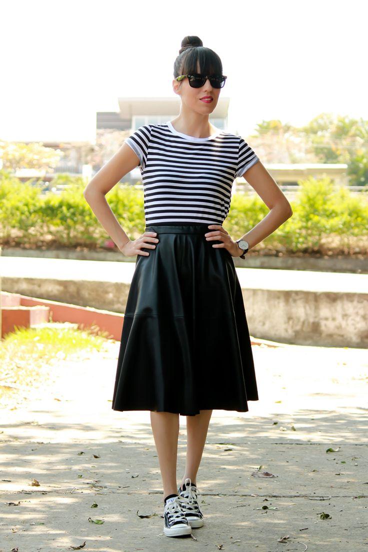 falda midi y tenis en look de inspiraci 243 n retro falda y