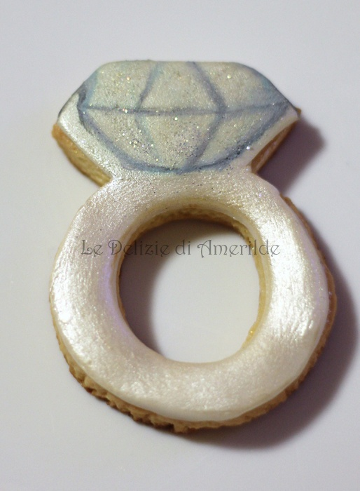 Le Delizie di Amerilde. Engagement ring cookie. Fashion cookies from www.ledeliziediamerilde.it