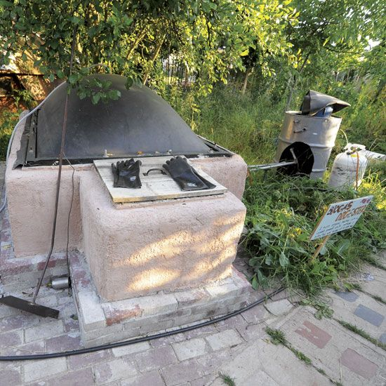 "Make a Biogas Generator to Produce Your Own Natural Gas from organic ""waste""- Renewable Energy - MOTHER EARTH NEWS"