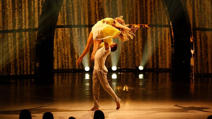 Jessica and Casey perform a Contemporary routine choreographed by Travis Wall. See more: http://fox.tv/1nWUBYI
