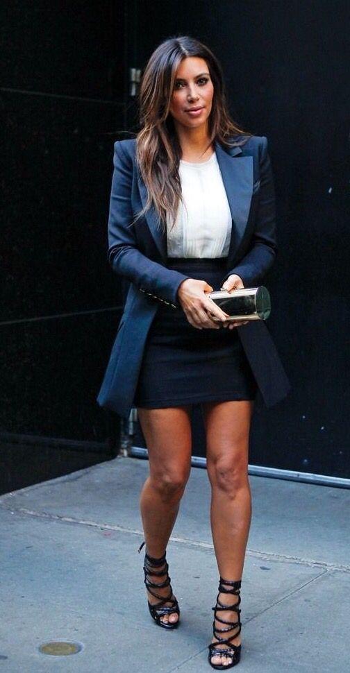Kim kardashian com blazer oversized (alongado)