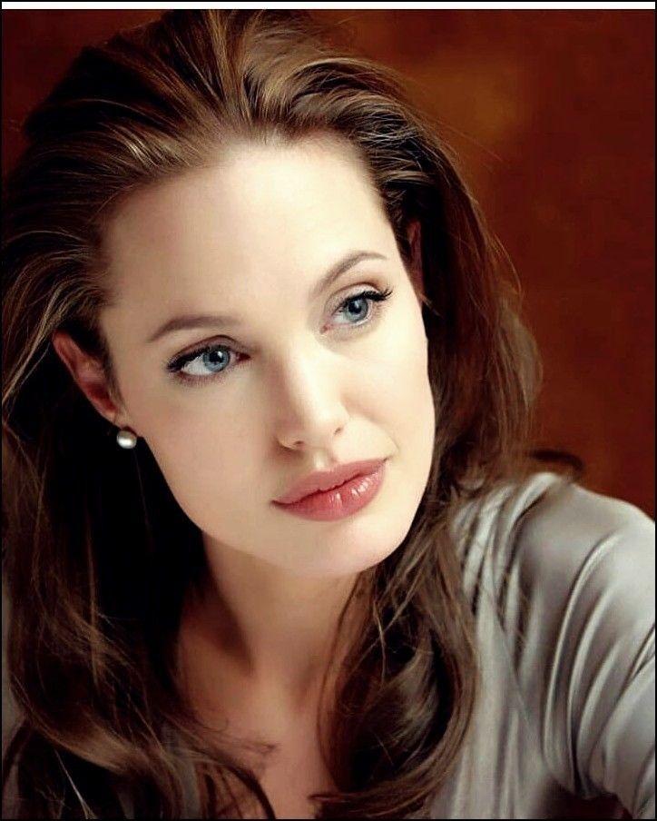 25 Interessant Und Schon Frisuren Von Angelina Jolie Trend Bob Frisuren 2019 Haare Haarschnitt Angelina Jolie Angelina Jolie Makeup Angelina Jolie Photos