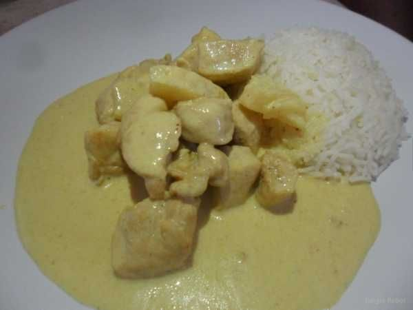 http://bommasrecipes.com/pineapple-chicken/    #recipes #chicken    Click image to read the recipe.