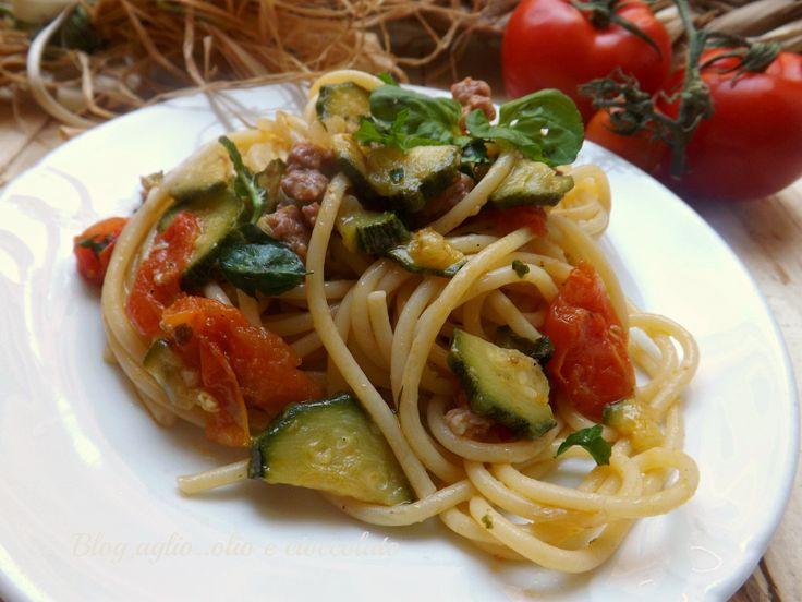 Pasta Zucchine Pomodori Salsiccia e Mentuccia http://blog.giallozafferano.it/rocococo/pasta-zucchine-pomodoro-salsiccia-e-mentuccia/