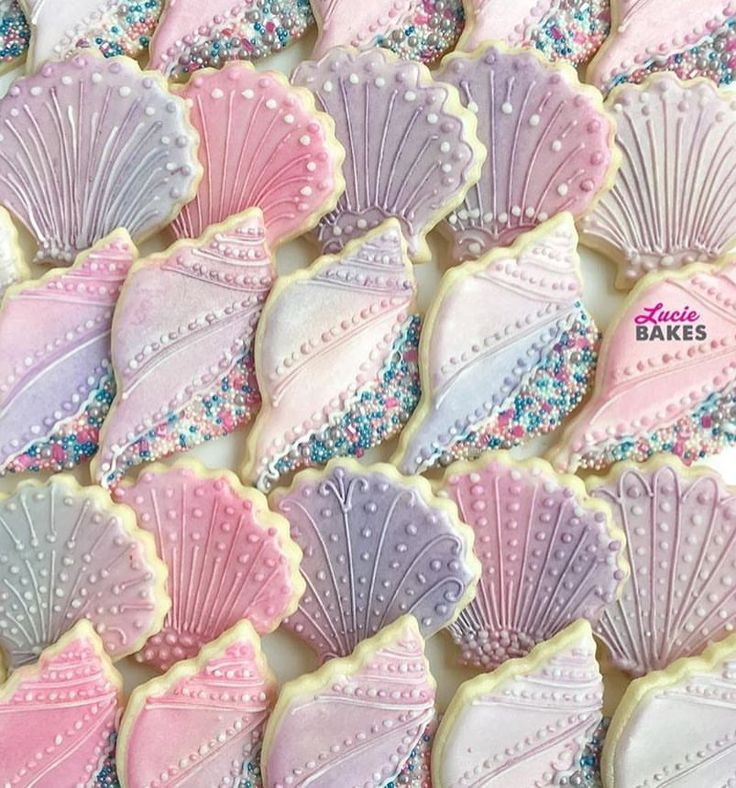 """566 Likes, 7 Comments - Lynda Correa (@storybook_bliss) on Instagram: """"Pretty edible seashells cookies!! By @lucie.bakes #cookies #decoratedcookies #sweets #desserts…"""""""
