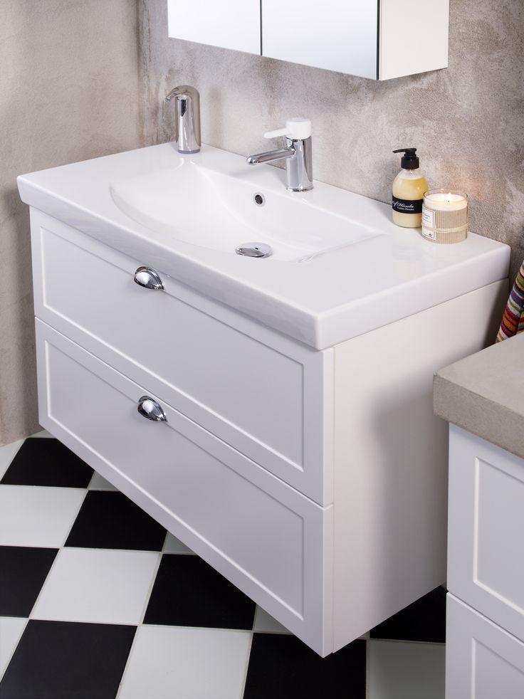 Badrumsskåp från Logic med tvättställ och dörrar i Classy White med lantliga lådbeslag. | GUSTAVSBERG