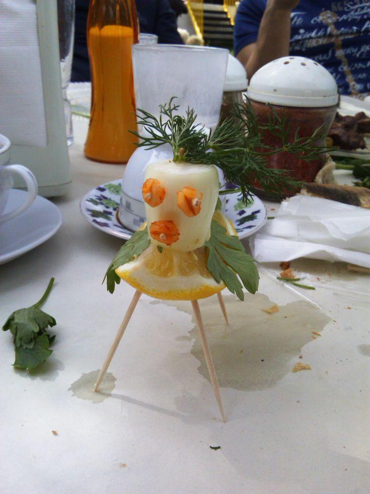 yemekte durmayan çocuklara sebze adam