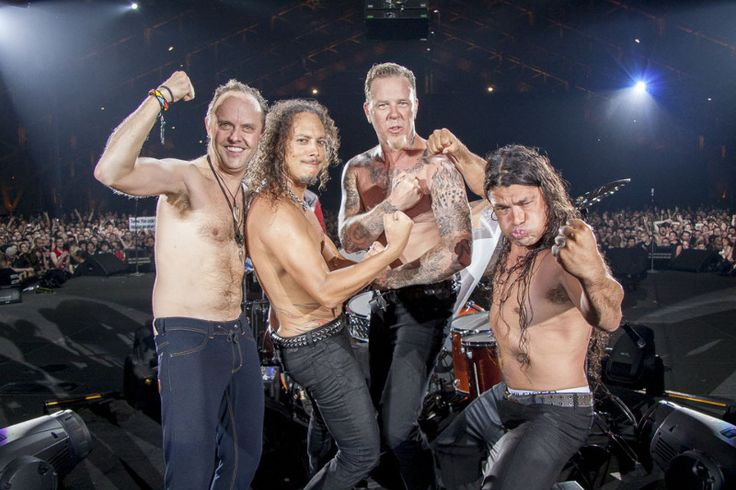 Lyon - May 23, 2010 - Metallica SHIRTLESS!!