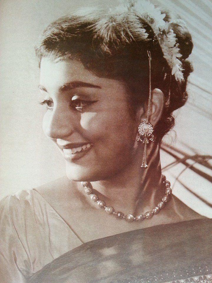 Beautiful old Bollywood actress, Sadhana.