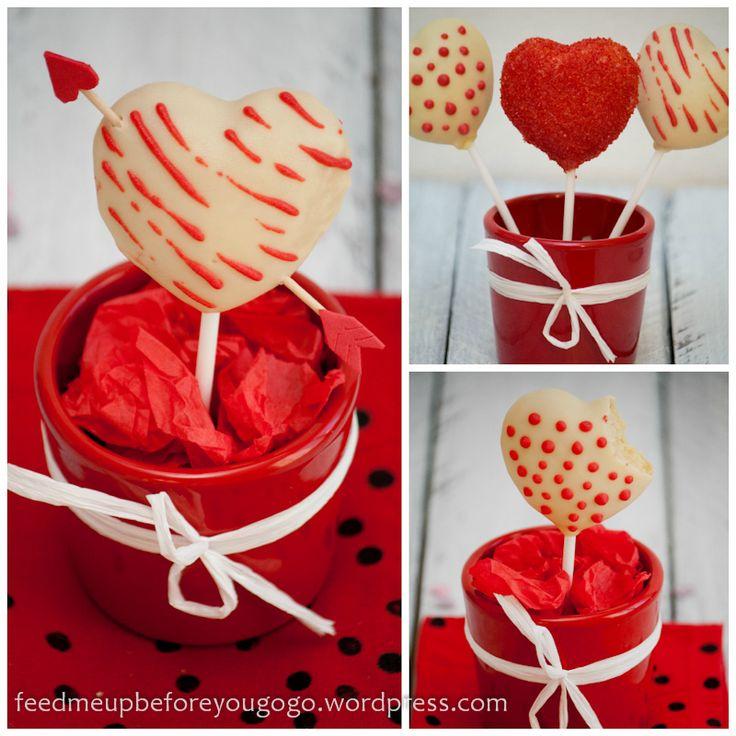 Love at first bite: Valentine Heart Pops // http://feedmeupbeforeyougogo.wordpress.com/2013/02/12/love-at-first-bite-weise-schoko-kokos-heart-pops/