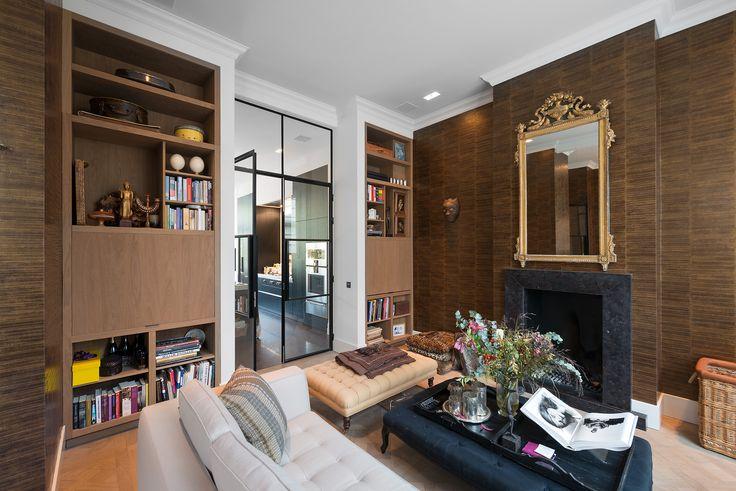 Kasten woonkamer met verborgen TV en kleine bar