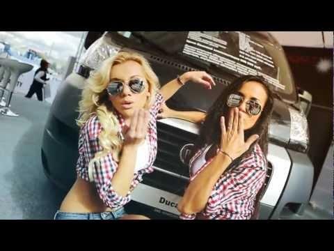Зажигательные танцы на стенде Fiat на ММАС 2012