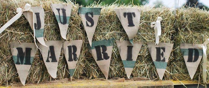 justmarried#zawieszka#chorągiewki#nowożeńcy#powitanie#naturalnie#słoma#sielsko#rustykalnie#juta