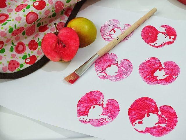 Pictura cu stampile din mere - Clipe Frumoase cu Ema