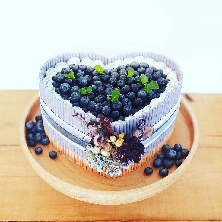 ハッピーバレンタイン!♪ 幸せの青いベリーでスペシャルケーキをつくってみましたヾ(。・ω・。)ノヾ(。・ω・。)ノ  #ポッキーバレンタイン #valentine #pockyvalentine #ポッキー #ポッキーフォト #pockyphoto #pocky #cute #instagood #photography #instaphoto #instapic #happy #follow #シェアハピ #cake #ケーキ