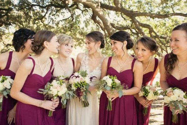 Take bridal inspiration from today's blog post on Vintage Florals, the perfect wedding theme for brides looking for classic elegance. #wedding #weddingthemes #bride