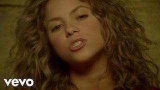 """Shakira nació en Columbia en 1977. Ella es una cantante. Ella vendó el más canciones de todas colombianos. Ganó su primero Grammy en 2000. Su canción más famosa es """"Hips Don't Lie."""""""