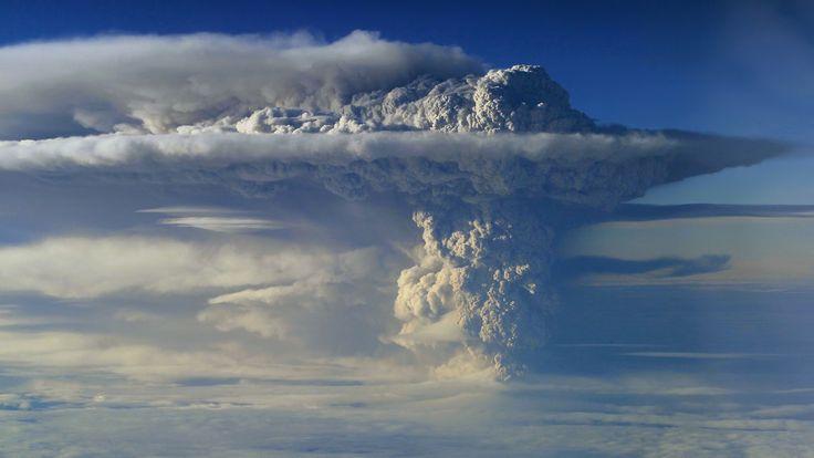 nature-volcano-ecuador-smoke-cloud-eruption.jpg (1920×1080)