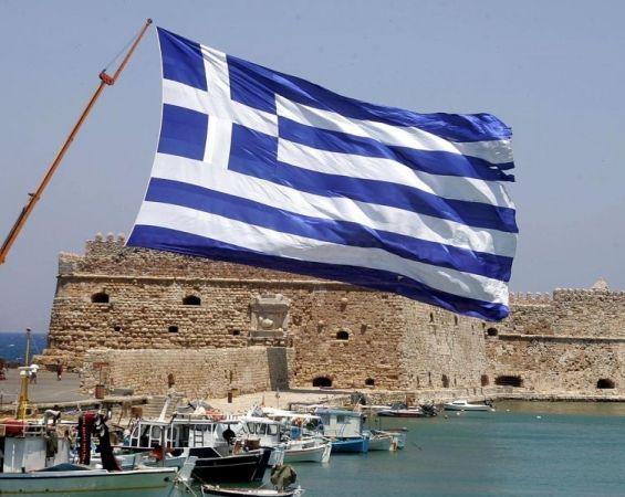 Υψώνουν τεράστια Ελληνική Σημαία στο Κάστρο της Κρήτης!
