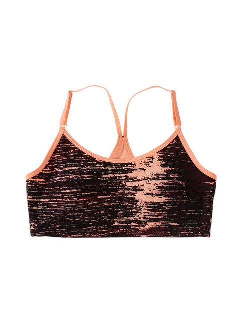 Painijanselkäisissä urheiluliiveissä on muotoonprässätyt kupit sekä Hengittävä ja joustava materiaali. Keskivahvan tuen urheiluliiveissä on säädettävät olkaimet.