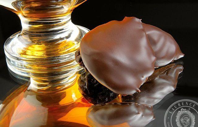 Η ασύγκριτη ποιότητα και γεύση της εκλεκτής σοκολάτας δημιουργείται με συνταγές οι οποίες φτιάχνονται και δοκιμάζονται από την οικογένειά μας. Εδώ, επ...