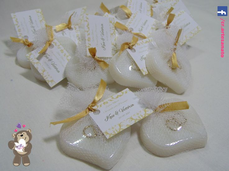 Sabonete Corações Brancos com alianças Laço dourado  #sabonete #lembrancinhacasamento #casamento #lembrancinha #noivado #saboneteartesanal