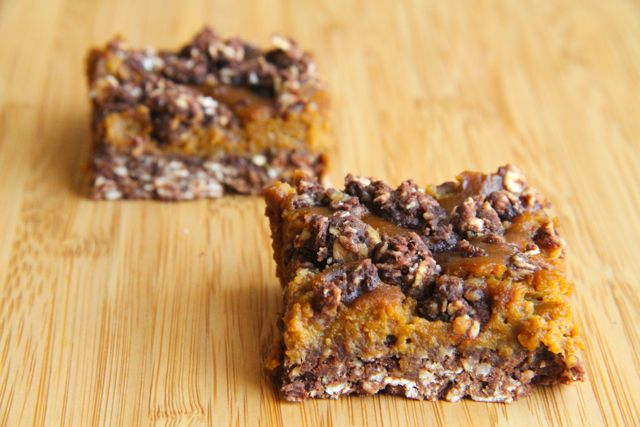 . healthy pumpkin pie oatmeal bars .