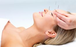 Conheça cinco terapias alternativas e seus benefícios para a saúdeTerapias naturais ou alternativas: veja como evitar e tratar doenças com acupuntura, reflexlogia e outras técnicas. Práticas são úteis contra o cigarro, depressão, estresse, alergias, entre outras complicações