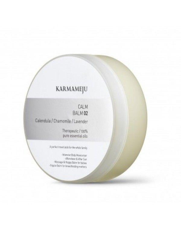Karmameju CALM Balm 02, 100 ml En skånsom salve for hele familien. De rike fuktighetsgivende egenskapene til ren oliven, jojoba og shea gjenoppretter og revitaliserer huden. Rene essensielle oljer av lavendel, kanuka, calendula (ringblomst) og kamille hjelper til å helbrede og reparere sensitiv hud, samtidig som den beroliger og lindrer kropp og sinn. Den ultimate hudredning. VINNER AV DANISH BEAUTY AWARDS 2010 – KATEGORI / NICHE AWARD OF THE YEAR