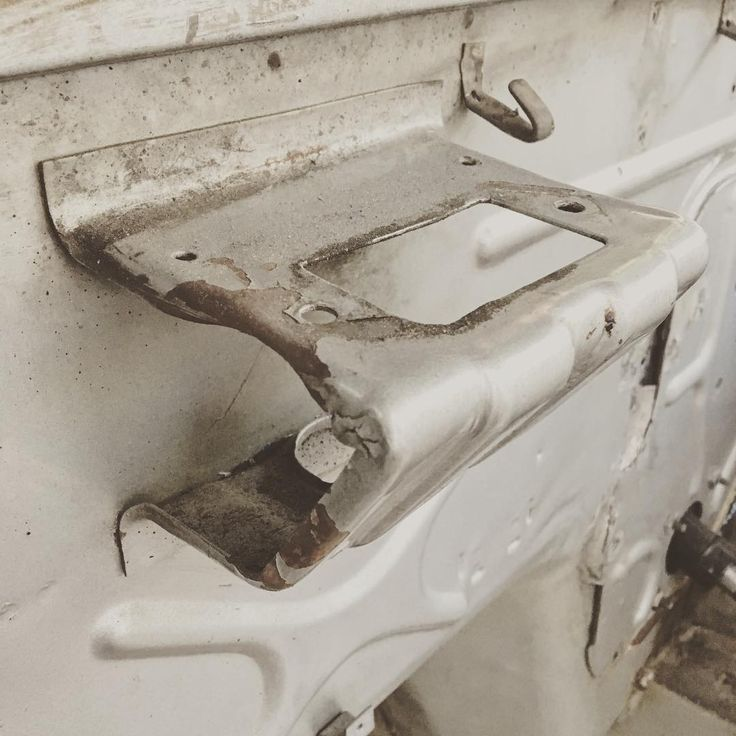 Seriously how does this happen?? #240z #280z #260z #280zx #300zx #350z #370z #datsun #nissan #nismo #zcar #fairlady #fairladyz #s30 #projectcar #jdm #auto #automotive #drive #drivetastefully #mechanic #mechanics #mechaniclife #hotrod #hotrods #restomod #becauseracecar #coilovers #porsche911