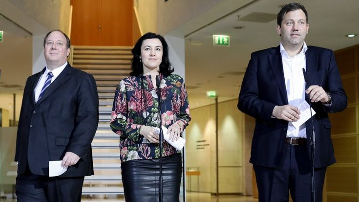 Dorothee Bär: Staatsministerin für falsche Versprechungen und fliegende Autos  ZEIT ONLINE