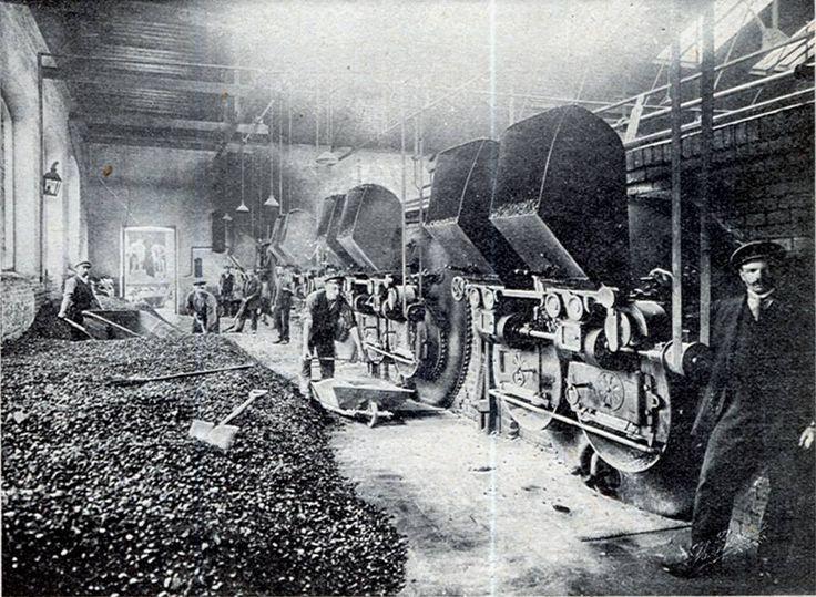 Przed I wojną światową w Królestwie Polskim wódka lała się dosłownie strumieniami. Produkowano wtedy 150 gatunków wódek i likierów. Koneser pracował pełną parą...