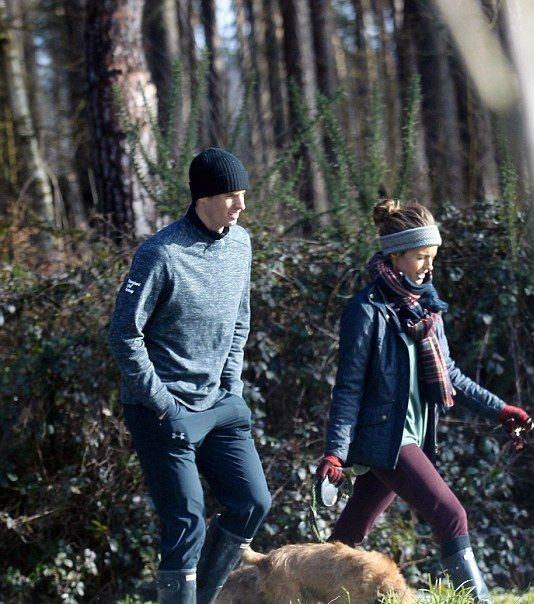 Andy Murray, Kim Sears Step Out for wintry dog-walk