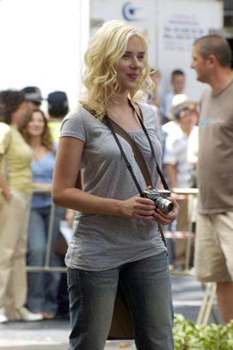 Today's über-cool, über-beautiful celebrity with an über-cool Leica camera is SCARLETT JOHANSSON