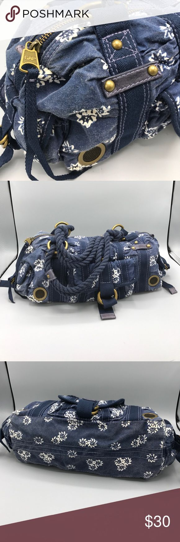 GAP canvas purse rope handles CLEAN brass detail Super cute, clean Preowned canvas gap handbag! They don't make them like this anymore.  Navy blue with white flower like print - ripe handles in great shape and brass toned hardware is heavy and sturdy. GAP Bags Shoulder Bags